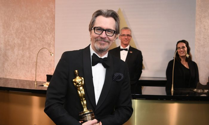 British actor Gary Oldman, winner of Best Actor for Darkest Hour poses in the with the Oscar during the 90th Annual Academy Awards on March 4, 2018, in Hollywood, California. (Angela Weiss/AFP/Getty Images)