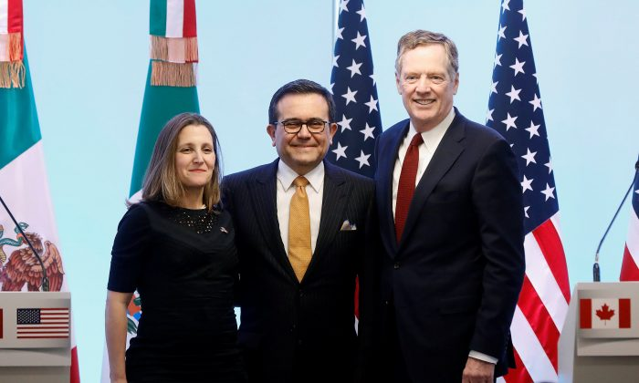 Canadian foreign affairs minister Chrystia Freeland, Mexican economy minister Ildefonso Guajardo, and U.S. trade representative Robert Lighthizer pose for a photo during a joint news conference on the closing of the seventh round of NAFTA talks in Mexico City on March 5. (Reuters/Edgard Garrido)