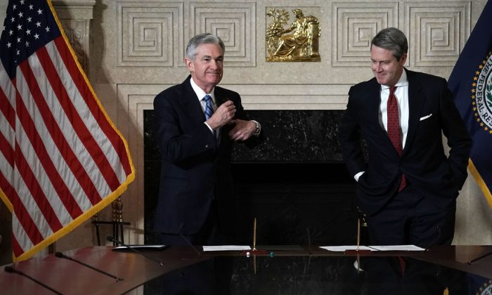 Federal Reserve Chairman Jerome Powell (L) and Vice Chairman for Supervision Randal Quarles during Powell's swearing-in ceremony at the Federal Reserve in Washington on Feb. 5, 2018. (Alex Wong/Getty Images)