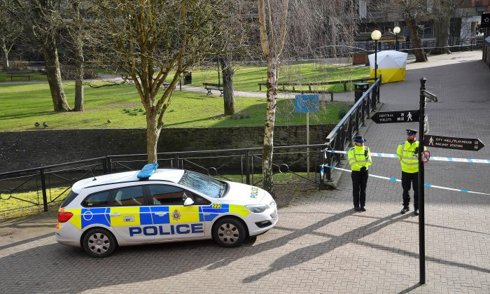 Police vehicles are parked outside a restaurant near to where former Russian inteligence officer Sergei Skripal, and his daughter Yulia were found unconscious after they had been exposed to an unknown substance, in Salisbury, Britain, March 7, 2018. (Reuters/Toby Melville)
