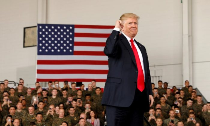 U.S. President Donald Trump pumps his fist after speaking at Marine Corps Air Station Miramar in San Diego, California, on March 13, 2018. (Kevin Lamarque/File Photo/Reuters)