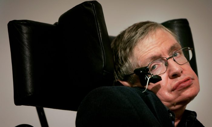 Professor Stephen Hawking delivers his speech at the release of the 'Bulletin of the Atomic Scientists' in London on Jan. 17, 2007. (Photo by Bruno Vincent/Getty Images)