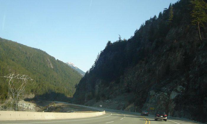 Highway 99 north of Squamish, B.C. (Gerdel/Public domain)