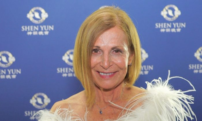 Shen Yun a 'Total Feast for the Senses,' Theater Professor Says