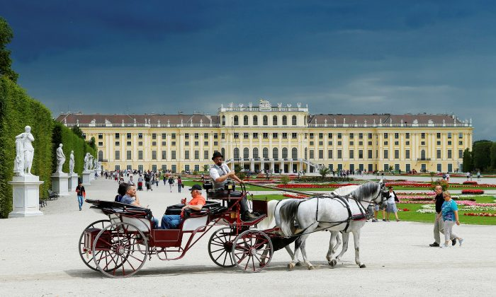 A traditional Fiaker horse carriage passes imperial Schoenbrunn palace in Vienna, Austria, June 14, 2016. (Reuters/Heinz-Peter Bader/File Photo)