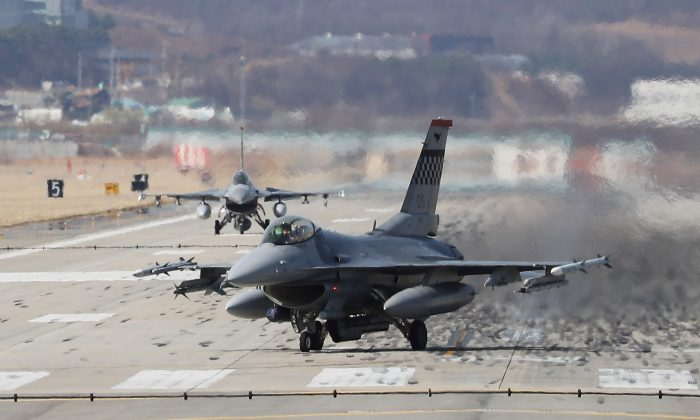 A U.S. Air Force F-16 fighter jet lands at the Osan U.S. Air Base in Pyeongtaek, South Korea, March 20, 2018. (Yonhap via Reuters)