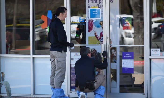 Law enforcement personnel are seen gathering evidence outside a FedEx Store which was closed for investigation, in Austin, Texas, U.S., March 20, 2018. (Reuters/Sergio Flores)