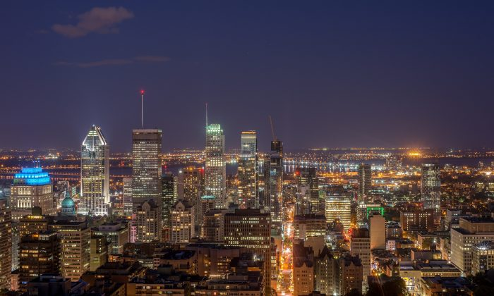 Montreal skyline at night. Quebec provincial police targeted residences and vehicles belonging to alleged members of organized crime in and around Montreal as well as in the Outaouais area in western Quebec, on March 20. (Arild Vågen/Public domain)