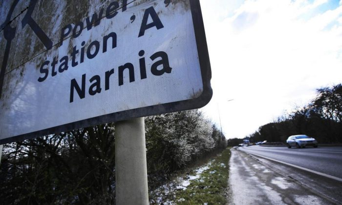 A mysterious guerrilla artist has adapted road signs to feature fictional places like Gotham City and Middle Earth. (SWNS)