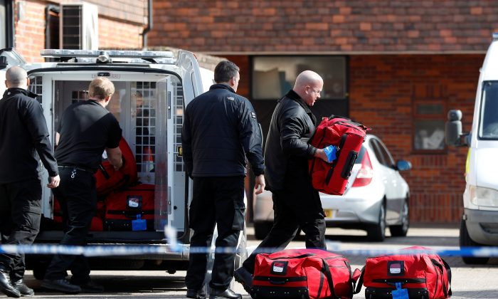 Police officers prepare equipment as inspectors from the  Prohibition of Chemical Weapons (OPCW) begin work at the scene of the nerve agent attack on former Russian agent Sergei Skripal, in Salisbury, Britain March 21, 2018. (Reuters/Peter Nicholls)