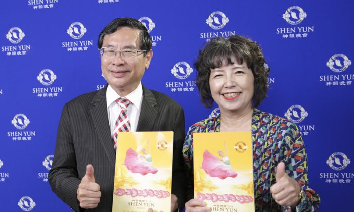 Mayor Returns to Find Joy at Shen Yun