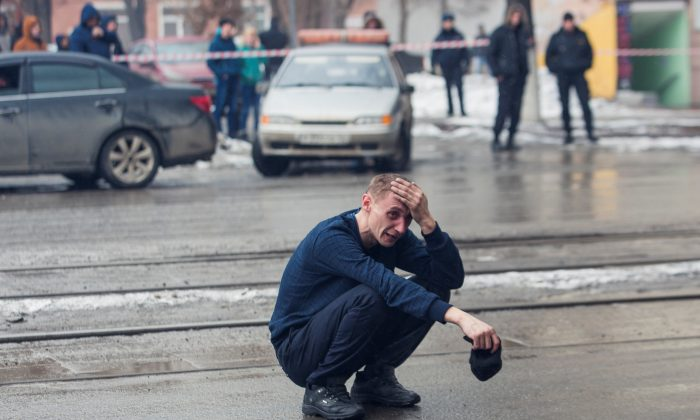A man reacts at the scene of a fire in a shopping mall in the Siberian city of Kemerovo, Russia March 25, 2018. (Reuters/Marina Lisova)