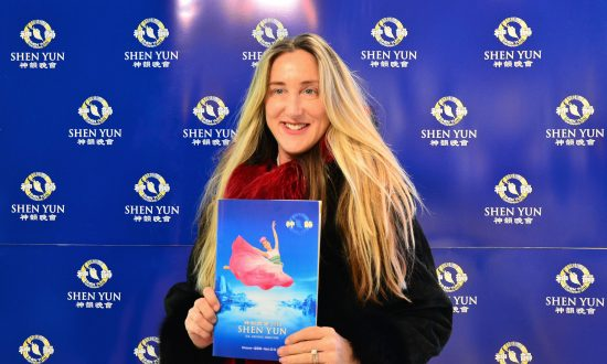 Former Dancer Raves About Shen Yun's Technique, Training
