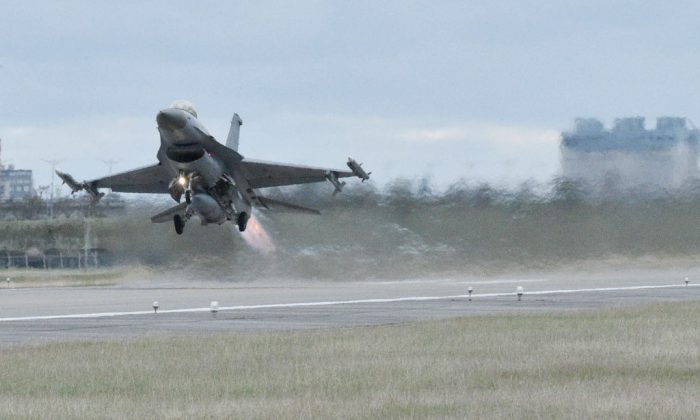 A  F-16 Fighting Falcon takes off during an annual drill at an air base in Taitung City, southeast Taiwan on January 30, 2018.  (Mandy cheng//AFP/Getty Images)