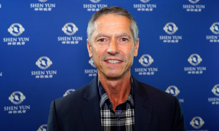 Company Owner Experiences Calming Energy at Shen Yun