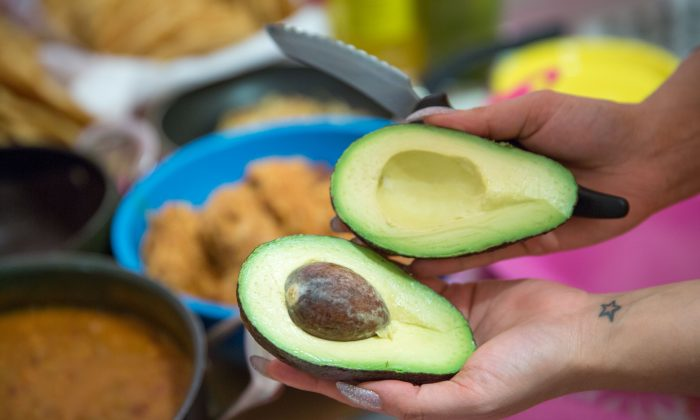 Avocados in a file photo. (Benjamin Chasteen/The Epoch Times)