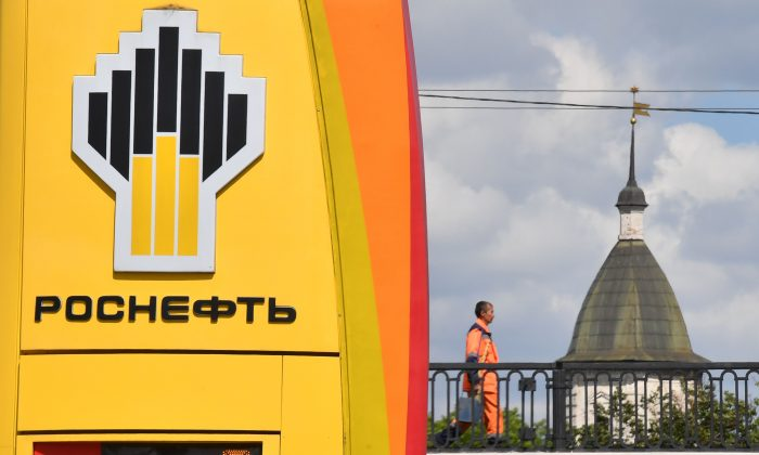 The company logo of Russia's state oil giant Rosneft is seen at a petrol station in Moscow, Russia on June 28, 2017. (Yuri Kadobnov/AFP/Getty Images)