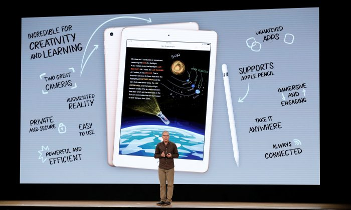 Apple's Vice-President of iOS, iPad and iPhone Product Marketing, Greg Joswiak, speaks at an education-focused event at Lane Technical College Prep High School in Chicago, Illinois, Mar. 27, 2018. (REUTERS/John Gress)