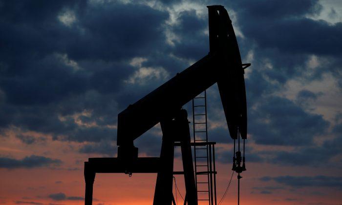 An oil pump (REUTERS/Christian Hartmann)