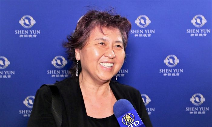 Graphic Designer Enjoys the Traditional Chinese Arts in Shen Yun
