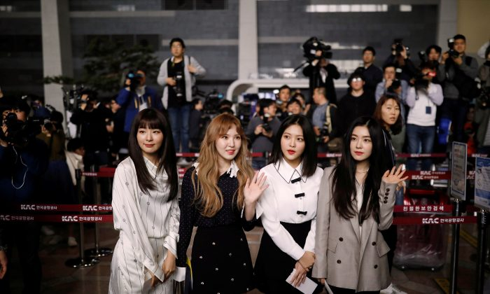 Members of South Korean K-pop girl group Red Velvet leaves for Pyongyang at the Gimpo International airport in Seoul, South Korea, March 31, 2018.   (Reuters/Kim Hong-Ji)