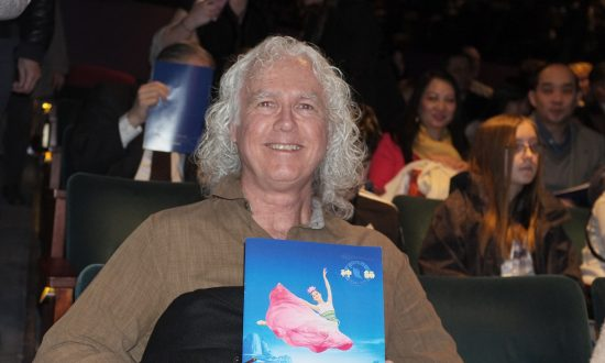 Professor of Neurological Surgery: Shen Yun Has Incredible Energy