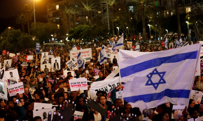 People take part in a protest against deportation of African migrants, in Tel Aviv, Israel March 24, 2018. (Reuters/Corinna Kern/File Photo)