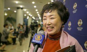 Choir Conductor Enjoys Magical Coordination at Shen Yun