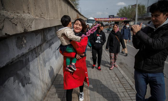 Li Wenzu, wife of detained Chinese rights lawyer Wang Quanzhang, is followed by reporters and friends as she walks away from a Supreme People's Court complaints office in Beijing, China, April 4, 2018. (Reuters/Damir Sagolj)