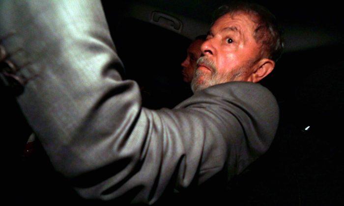 Former Brazilian President Luiz Inacio Lula da Silva arrives at his home in Sao Bernardo do Campo, Brazil April 4, 2018. (Reuters/Paulo Whitaker)