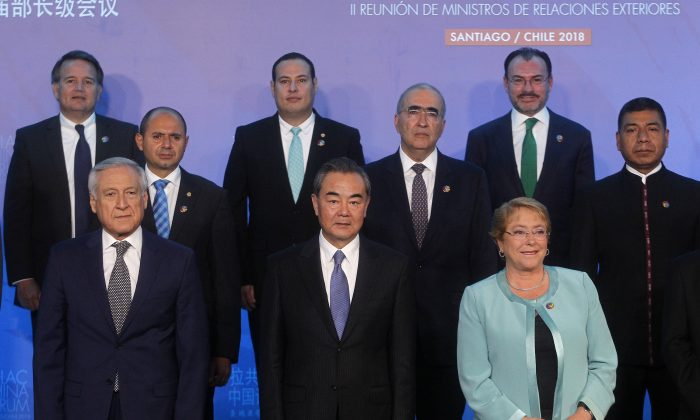 (Front L–R) Chile's Foreign Minister Heraldo Munoz, China's Foreign Minister Wang Yi, and Chilean President Michelle Bachelet at the Second Ministerial Meeting of the Forum of China and the Community of Latin American and Caribbean States (China-CELAC) in Santiago, on Jan. 22. (CLAUDIO REYES/AFP/Getty Images)