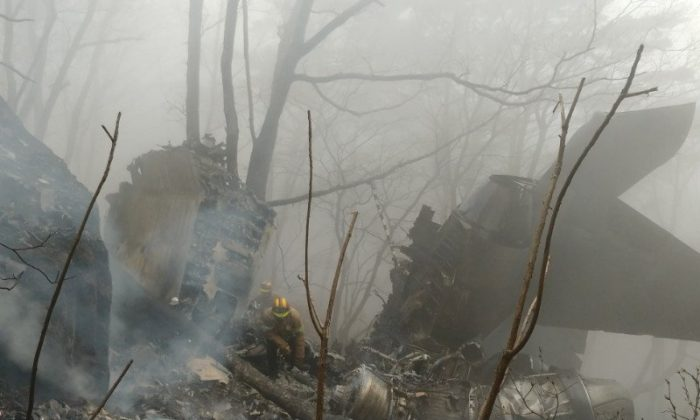 Wreckage of a F-15K fighter jet is seen after it crashed in a mountain in Chilgok, South Korea, Apr. 5, 2018.    (Yonhap via REUTERS)