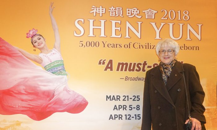 Shen Yun Performers Give to Others Through Their Dedication