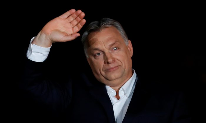 Hungarian Prime Minister Viktor Orban addresses the supporters after the announcement of the partial results of parliamentary election in Budapest, Hungary, on April 8, 2018. (REUTERS/Leonhard Foeger)
