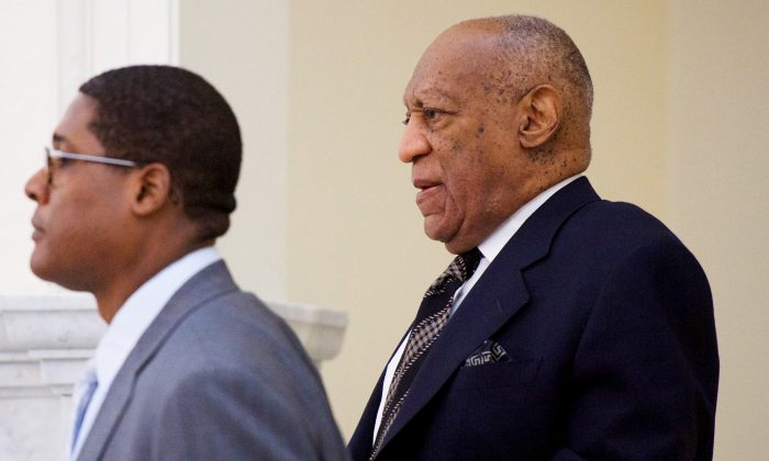 Bill Cosby walks through the Montgomery County Courthouse during jury selection for his sexual assault retrial in Norristown, Pennsylvania, U.S., April 5, 2018. (Mark Makela/Pool via Reuters)