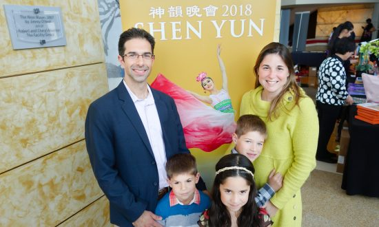 Attorney Returns to See Shen Yun With Her Family