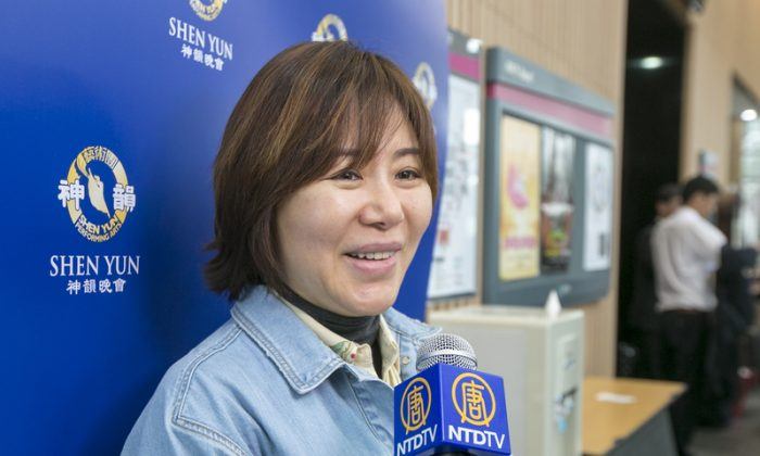 Journalist Touched by Shen Yun's Dance Story 'Devotion'