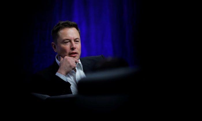 FILE PHOTO: Tesla Motors CEO Elon Musk speaks during the National Governors Association Summer Meeting in Providence, Rhode Island, U.S., July 15, 2017. (REUTERS/Brian Snyder)