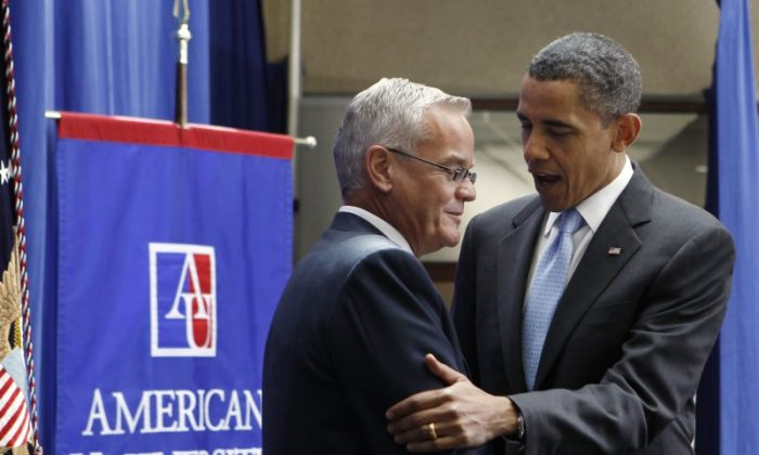 U.S. President Barack Obama is introduced by Pastor Bill Hybels of Chicago before he speaks about comprehensive immigration reform at the American University School of International Service in Washington, July 1, 2010.  (Reuters/Larry Downing)