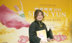 Artist Enjoys Shen Yun's Different Ethnic Dances