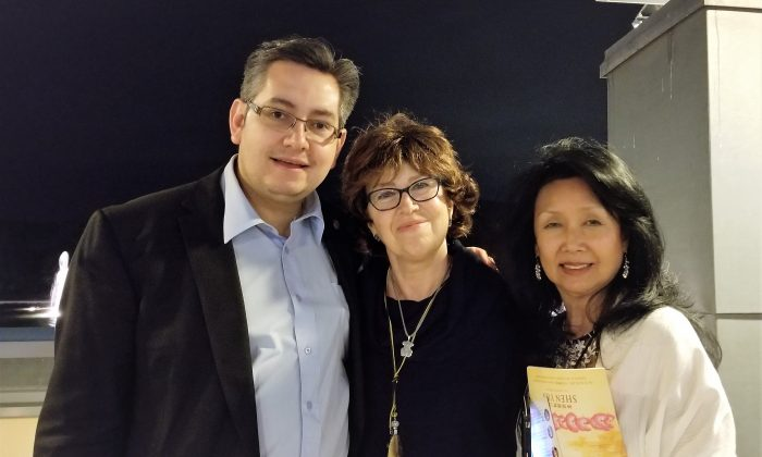 Shen Yun Is an 'Extraordinary Spectacle,' Consulate Officer Says