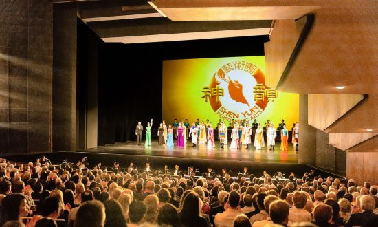 Shen Yun Helps Identify With Ones Heritage, Author Says