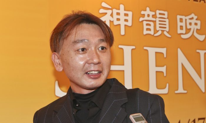 Company President Touched by Shen Yun's Vocal Soloists