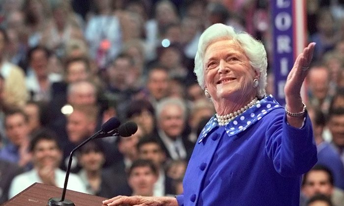 Former U.S. first lady Barbara Bush acknowledges the cheers from the crowd as she speaks before the Republican National Convention in Philadelphia, Pennsylvania, U.S., August 1, 2000. (Reuters/Andy Clark/File Photo)