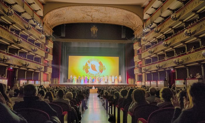 Mario Luca Giusti Feels Strong Energy From Shen Yun Dancers
