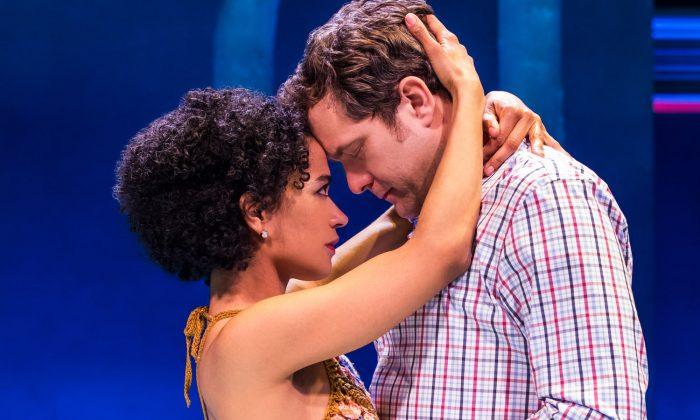 """Lauren Ridloff and Joshua Jackson in """"Children of a Lesser God"""" on Broadway. (Matthew Murphy)"""