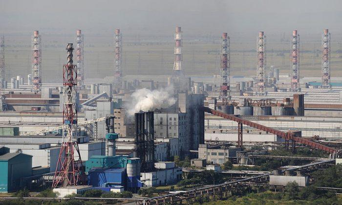 The Rusal Sayanogorsk aluminum smelter, in Sayanogorsk, on October 20, 2009. (Alexander Nemenov/AFP/Getty Images)