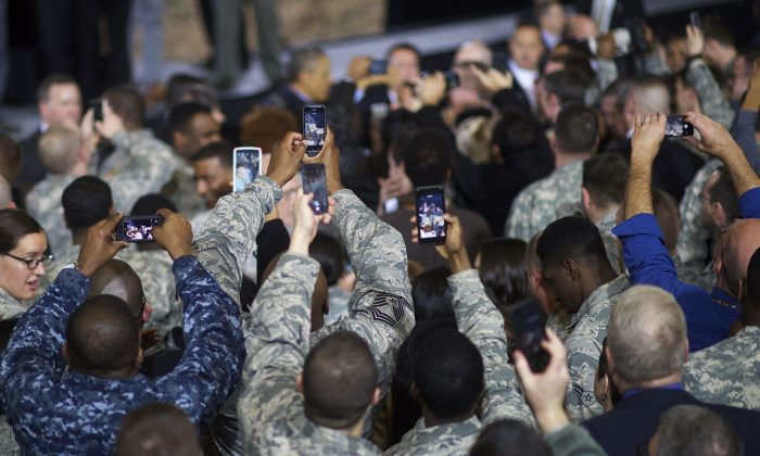 Members of U.S. armed forces try to record U.S. President Barack Obama with smartphones during an address in Dec. 15, 2014 at Joint Base McGuire-Dix-Lakehurst, New Jersey. (Mark Makela/Getty Images)