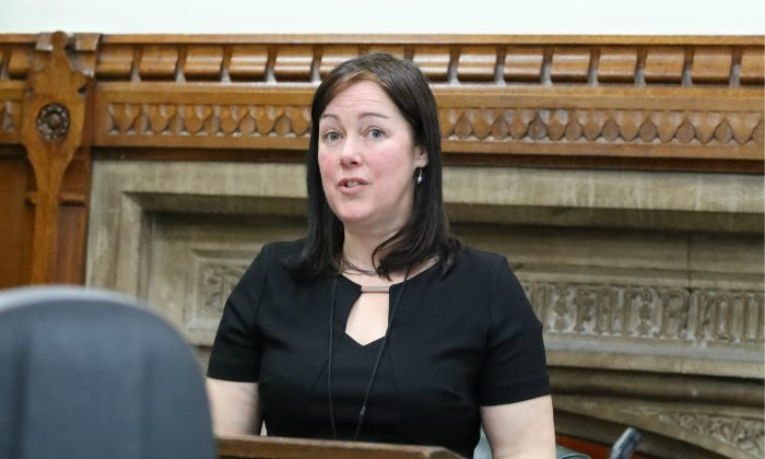 Becky James from Bristol Against Forced Organ Harvesting speaks in the UK parliament in this file photo. (Justin Palmer)