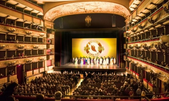 Shen Yun Performing Arts curtain call at the Teatro Verdi in Florence, Italy on April 19, 2018. Shen Yun has been the target of Beijing's attempts to persuade European theaters not to host the company. (Gabriele Bruno/The Epoch Times)